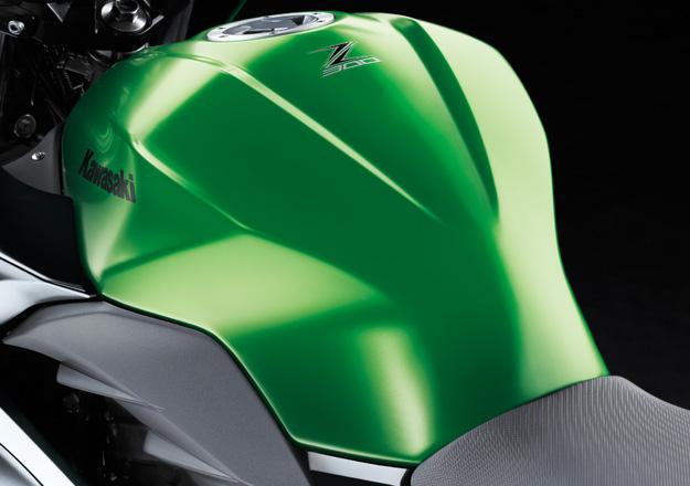 Tanque Kawasaki Z300 na Moto Flecha