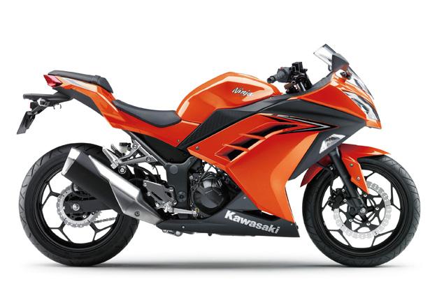 Kawasaki NINJA 300 Laranja na Moto Flecha