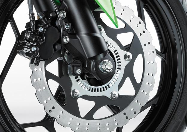 Kawasaki Roda NINJA 300 na Moto Flecha