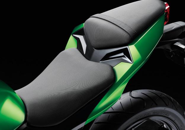 Assento Kawasaki Z300 na Moto Flecha
