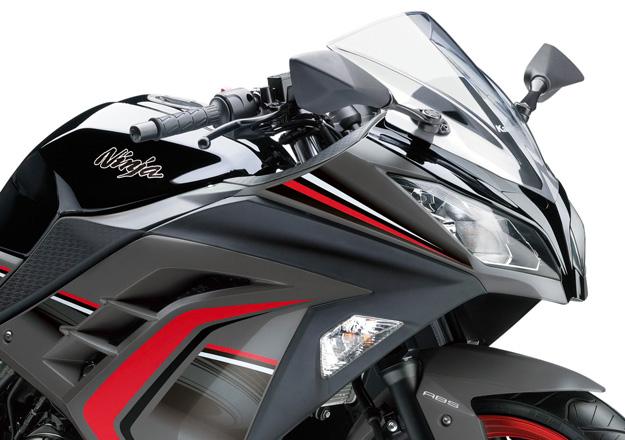 Detalhes Kawasaki NINJA 300 Vermelhar e preta na Moto Flecha