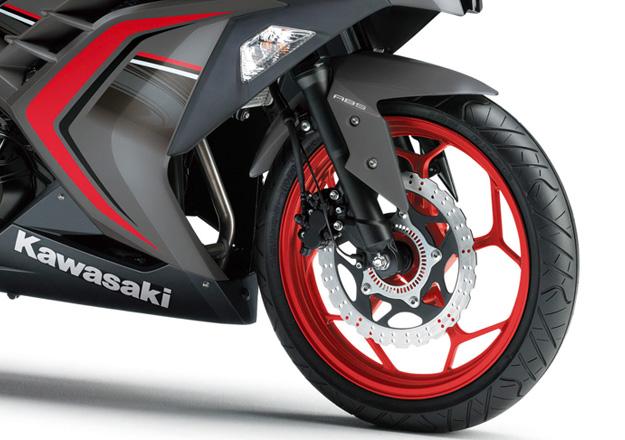 Kawasaki Roda NINJA 300 Vermelha na Moto Flecha